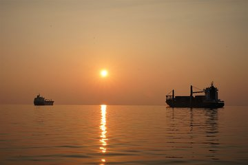 Sailing along Thessaloniki with Shared Sunset Experience