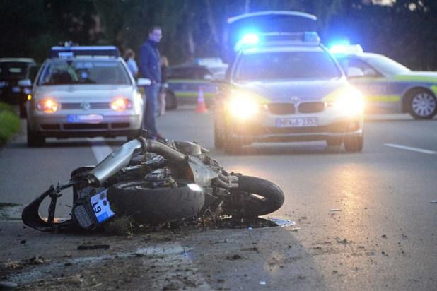 Der 29-Jährige starb verstarb noch an der Unfallstelle.