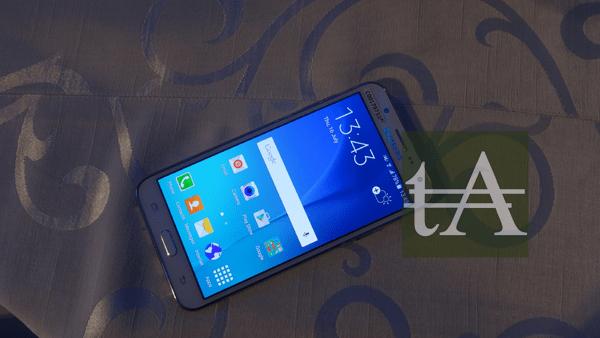 Samsung Galaxy J7 Front View
