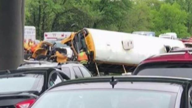 [TLMD - NY] Confirman al menos 2 muertos por choque de bus escolar