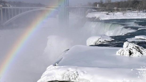 Espectacular: el frío congela parte de las cataratas del Niágara