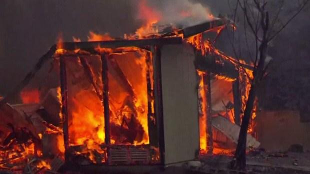 Fuego letal: operario de excavadora muere luchando contra incendio