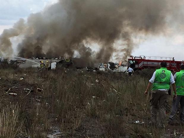 México: avión de pasajeros se desploma en Durango