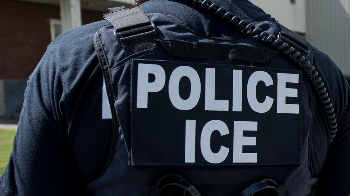Demanda alega que hombre murió tras contraer COVID-19 por negligencia de ICE en centro de detención