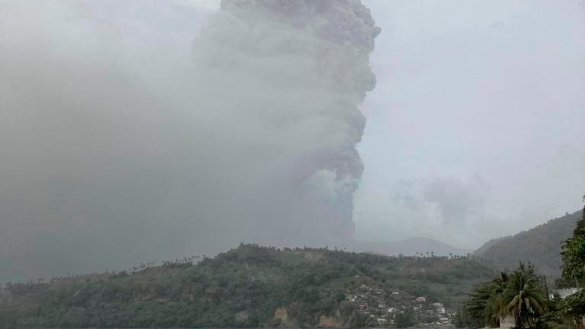 Active volcano in San Vicente: government asks patience of those who wait to be evacuated