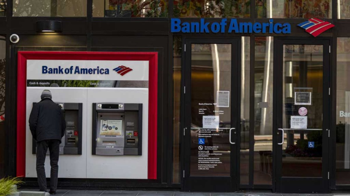 Bank of America announces minimum wage of  per hour for 2025