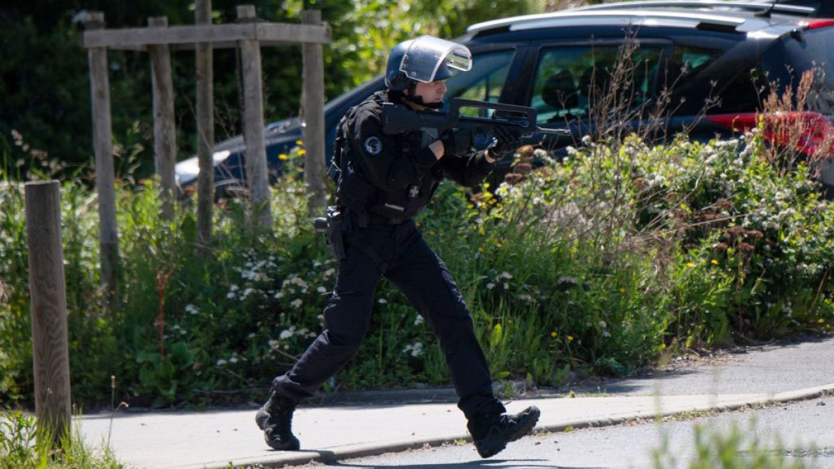Knife and bullet attack in France leaves three policemen wounded