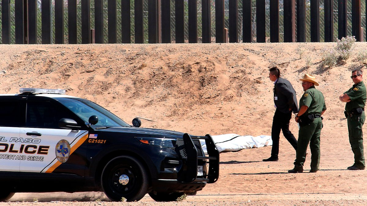 A Mexican migrant dies after falling from the border wall in Texas