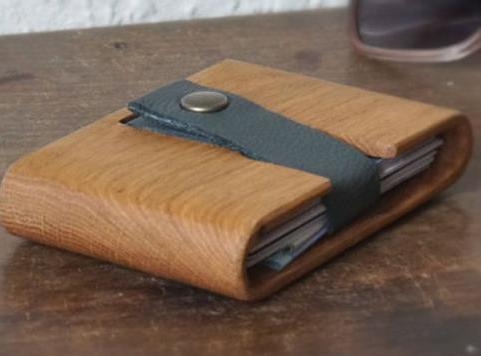portefeuille en bois « découpé » In the Name of Wood – disponible sur l'e-boutique Dawanda