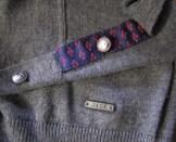 motif cravate bas de manches - boutons graves - empiecement grave JAQK