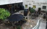 terrasse exterieure zenzakan sous la pluie
