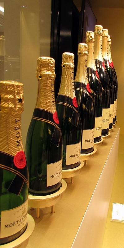 photo-de-famille-moet-et-chandon