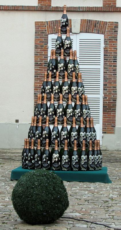 pyramide-de-champagne-belle-epoque-perrier-jouet