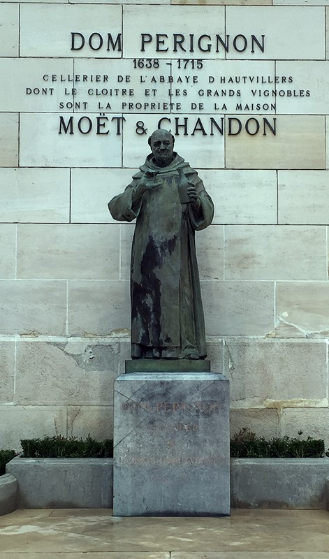 statue-dom-perignon-epernay