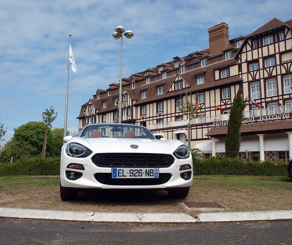 fiat 124 spider blanche hotel du golf