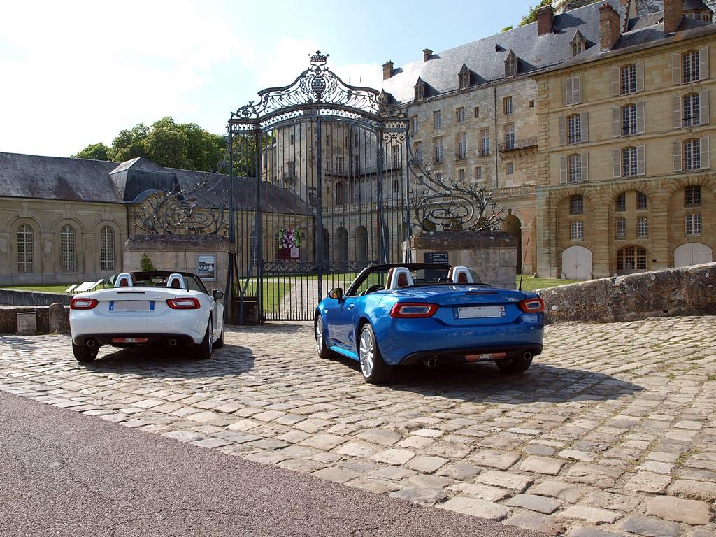 fiat 124 spider château de la Roche-Guyon