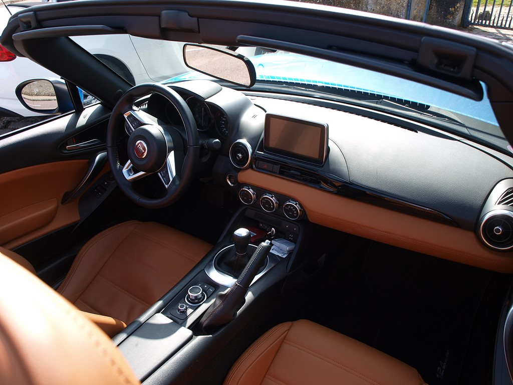 fiat 124 spider interieur passager