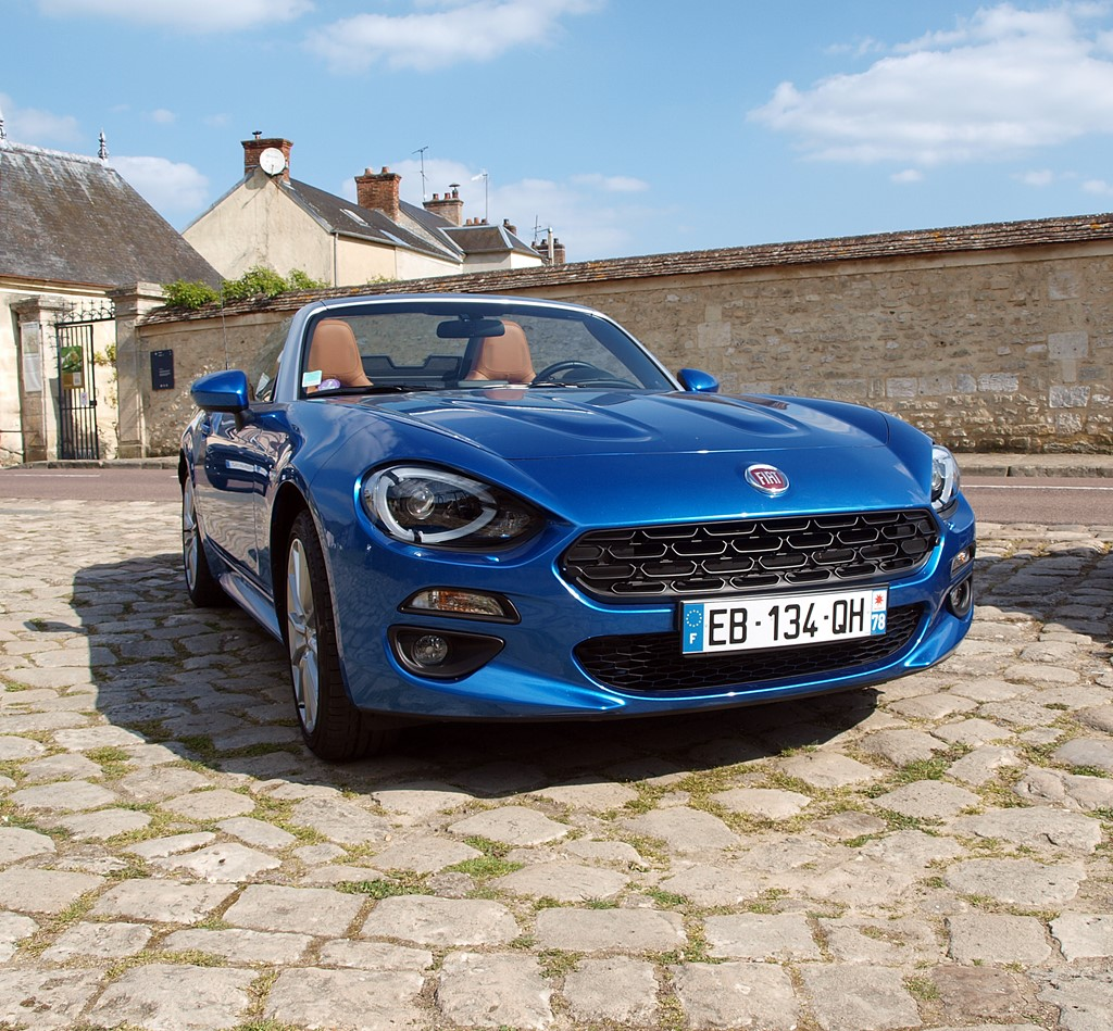 fiat 124 spider vue avant