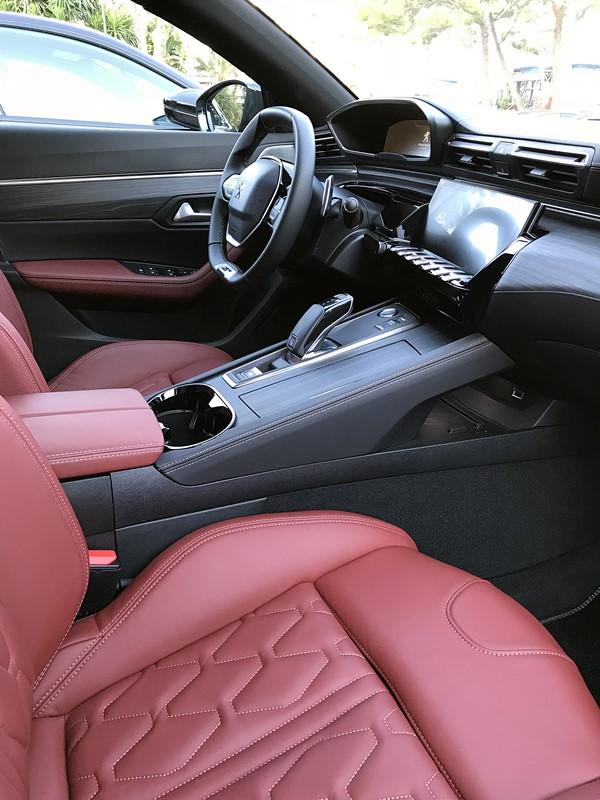 peugeot 508 - interieur cuir rouge