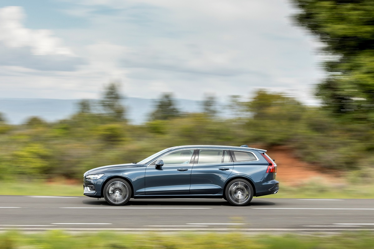 Volvo V60 profil - photo_Ace_Team_pour_Volvo_Car