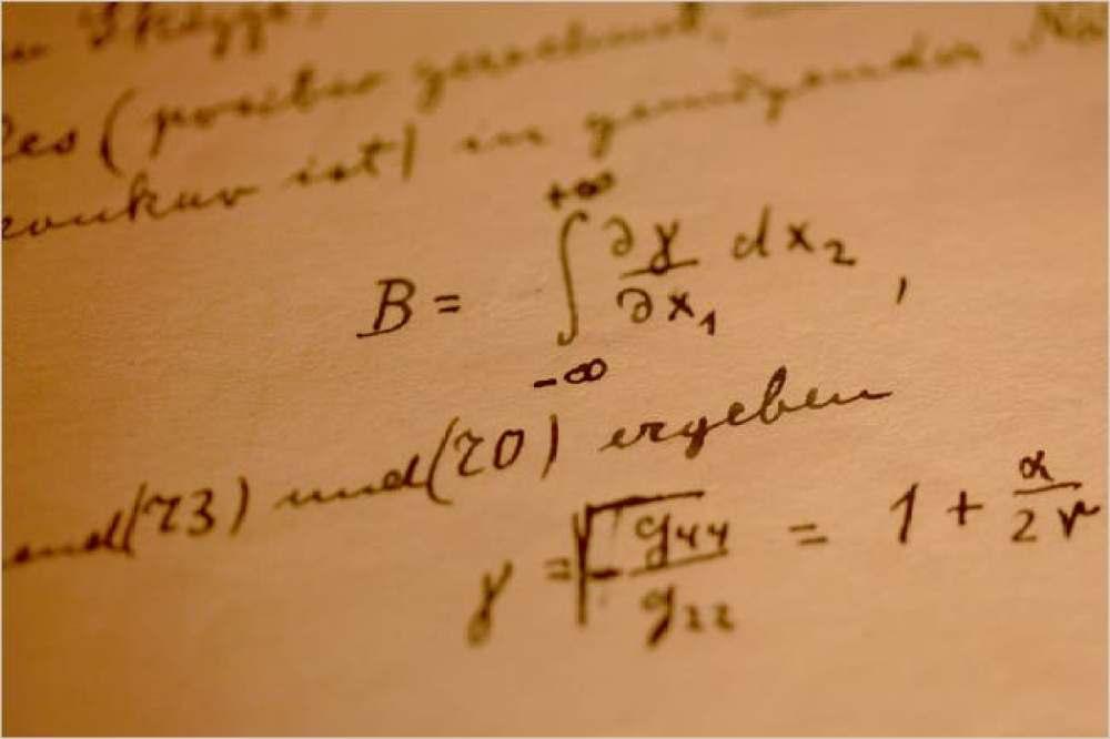 特殊相対性理論やE=mc²の公式など数々の重要な論文を発表