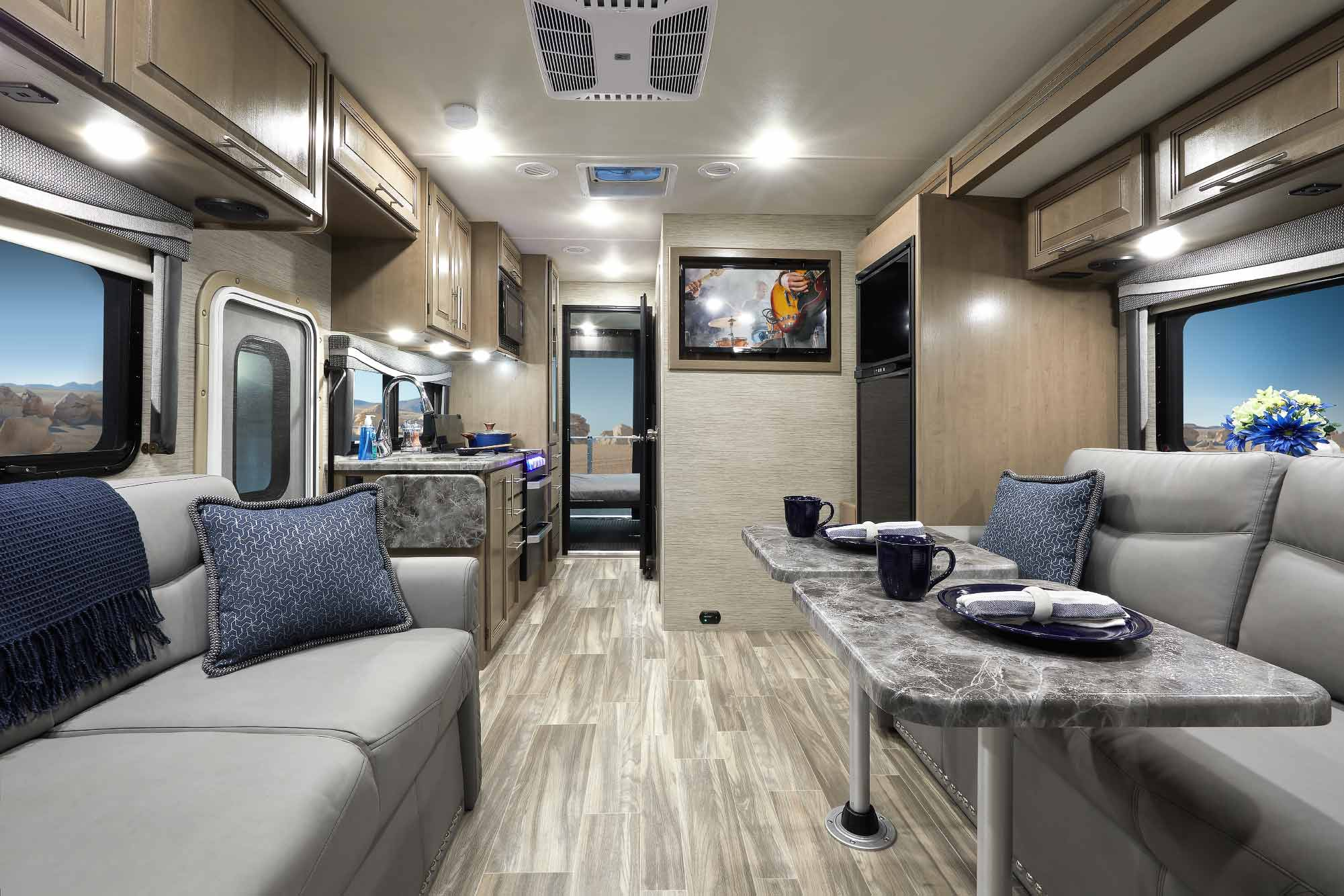 thor outlaw class c toy hauler motorhomes