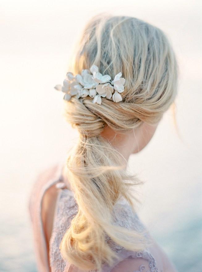 Låg hästsvans som bröllopsfrisyr The Wild Rose Accessories