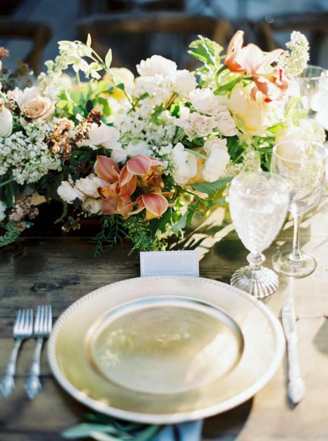 blommor till bröllopsdukningen