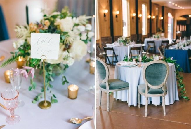 sweetheart table dekorerat med romantiska blommor och ljus