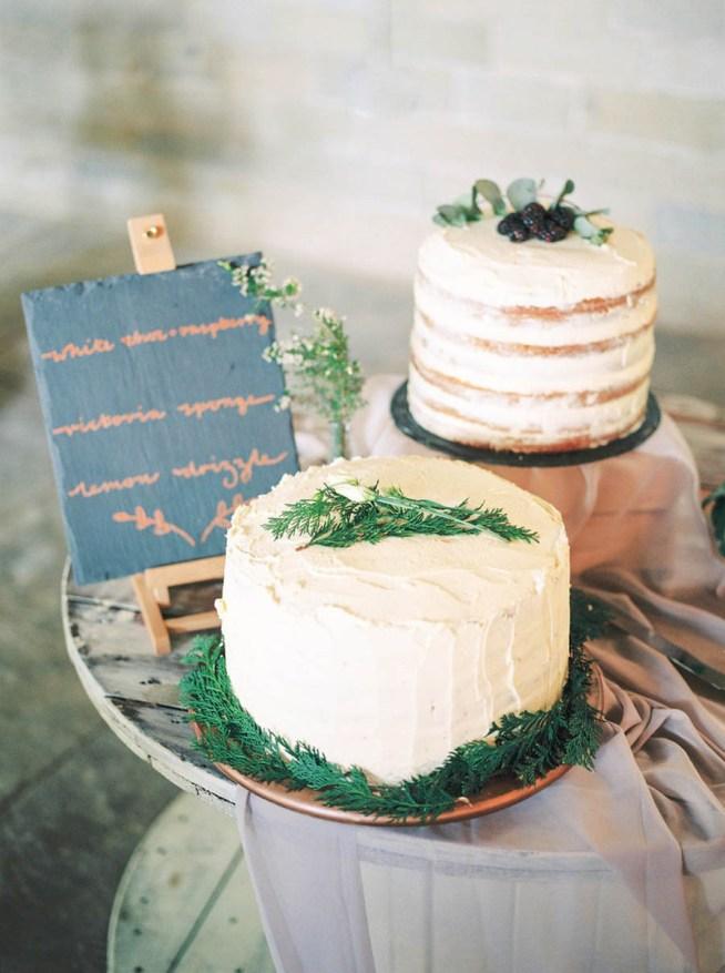 Bröllopstårtor dekorerade med grönt