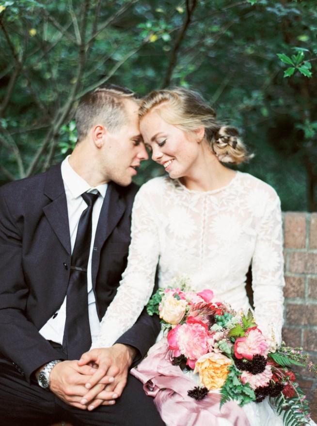 bröllopsporträtt med naturlig känsla