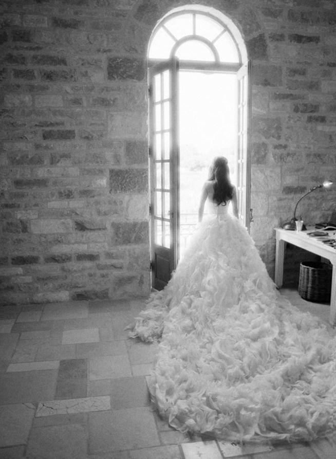 brudklänning med mycket kjol och släp