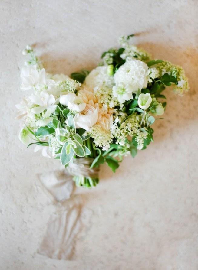 brudbukett i vita toner med ranunkel