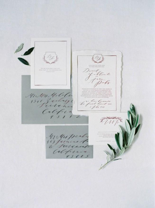 trycksaker till bröllop med rivna kanter