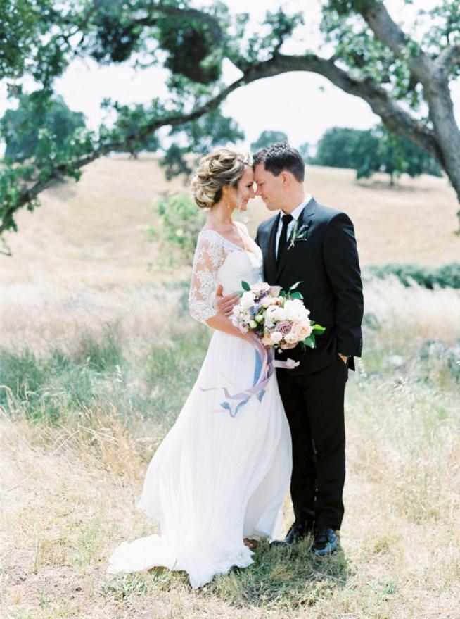 bröllopsporträtt vid ett träd maria lamb