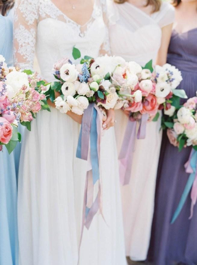 bröllopsblommor i pastelliga toner