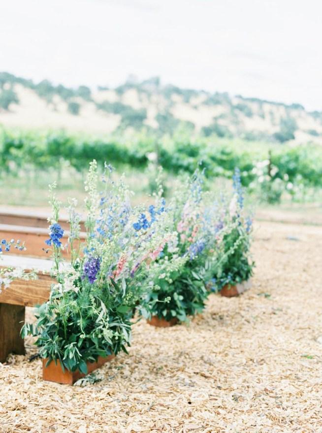 trädgårdsinspirerade blomsterdekorationer till bröllop