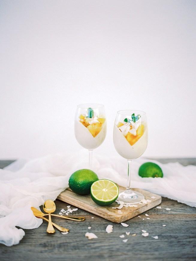 lime och kokospannacotta med ananaskompott av Liv Sandberg