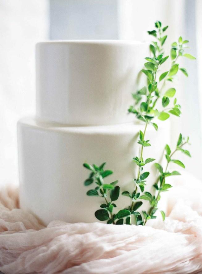 dekorera bröllopstårtan med grönt