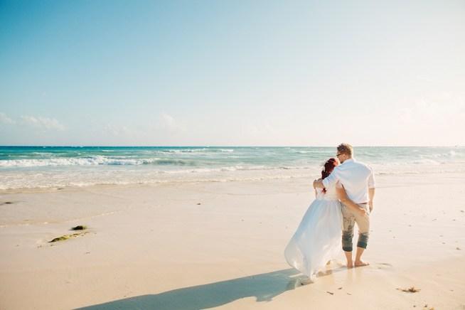 Jens och Angelicas bröllop på en vit strand i Mexiko
