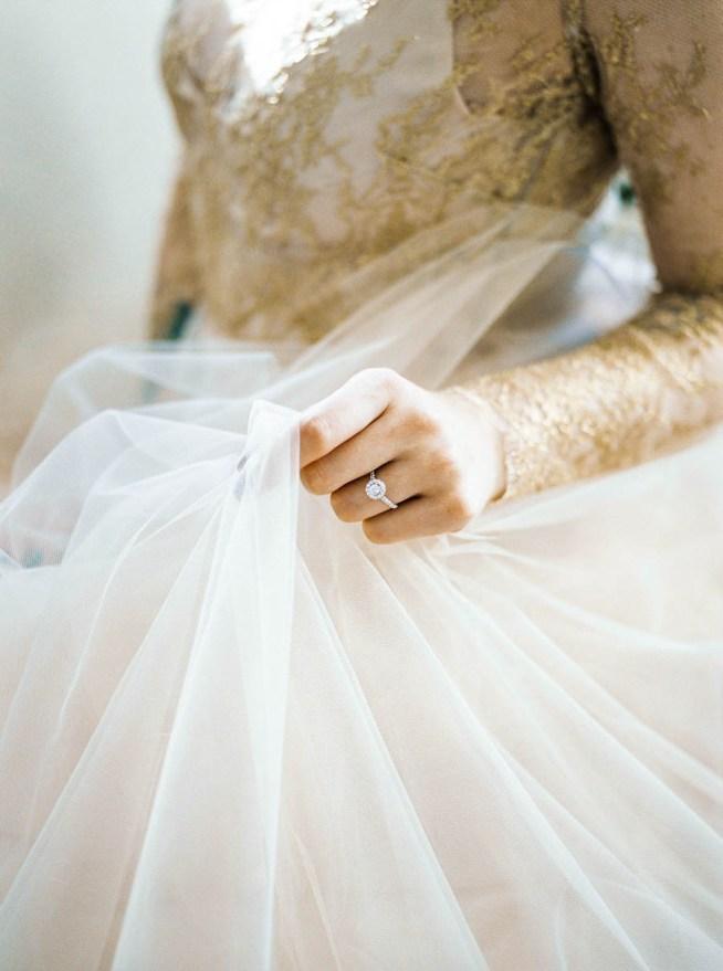 brudklänning med guldspets