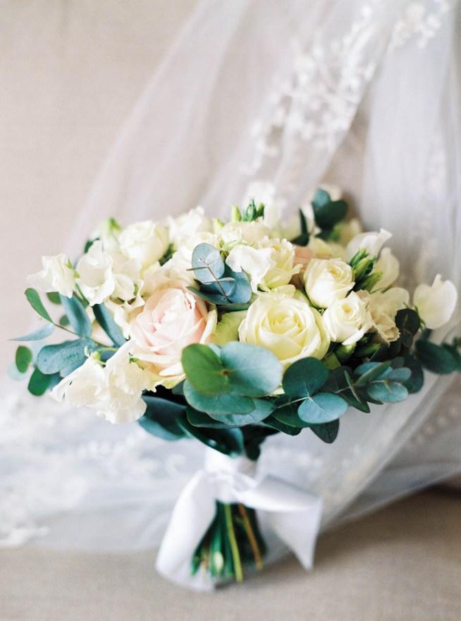 brudbukett i rosa och vita toner the wild rose