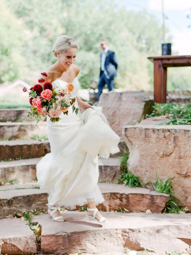 First look, bruden på väg för att se brudgummen