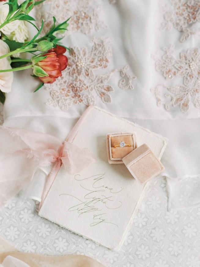 Handgjord löftesbok med rosa sidenband