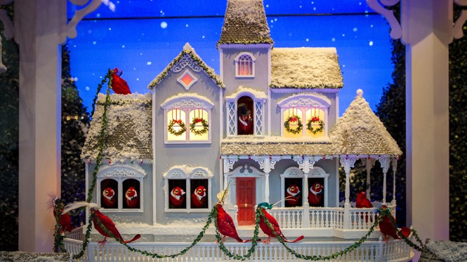 Sneak A Peak At Holiday Decorations On Windows Via Google Business View