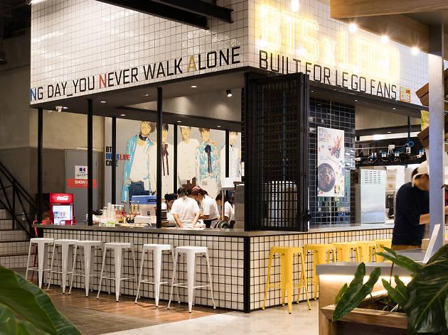 BTS Brick Live Cafe Restaurants In Huai Khwang Bangkok