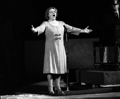 Yankees stop using Kate Smith recording while investigating racism