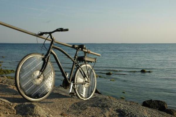Hình ảnh Xe đạp điện đầu tiên chạy bằng năng lượng mặt trời số 1