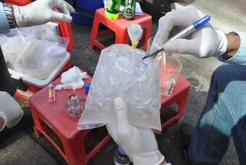 Hình ảnh Hơn nửa sản phẩm nước đá ở TPHCM nhiễm bẩn gây bệnh  đường ruột, tiêu chảy số 3