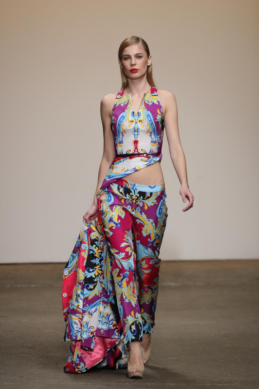 Hình ảnh Nhà thiết kế Việt duy nhất tại New York Fashion Week được báo Mỹ phỏng vấn số 4